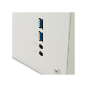 高速データ転送を可能にするUSB3.0フロントポートとオーディオ端子